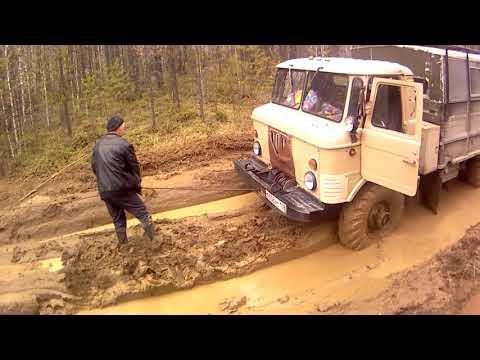 Урал-лесовоз застрял, помогаю доставать.