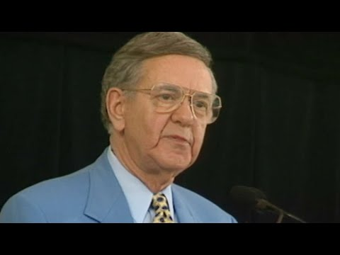 Bob Wolff gives his Ford C. Frick Award speech