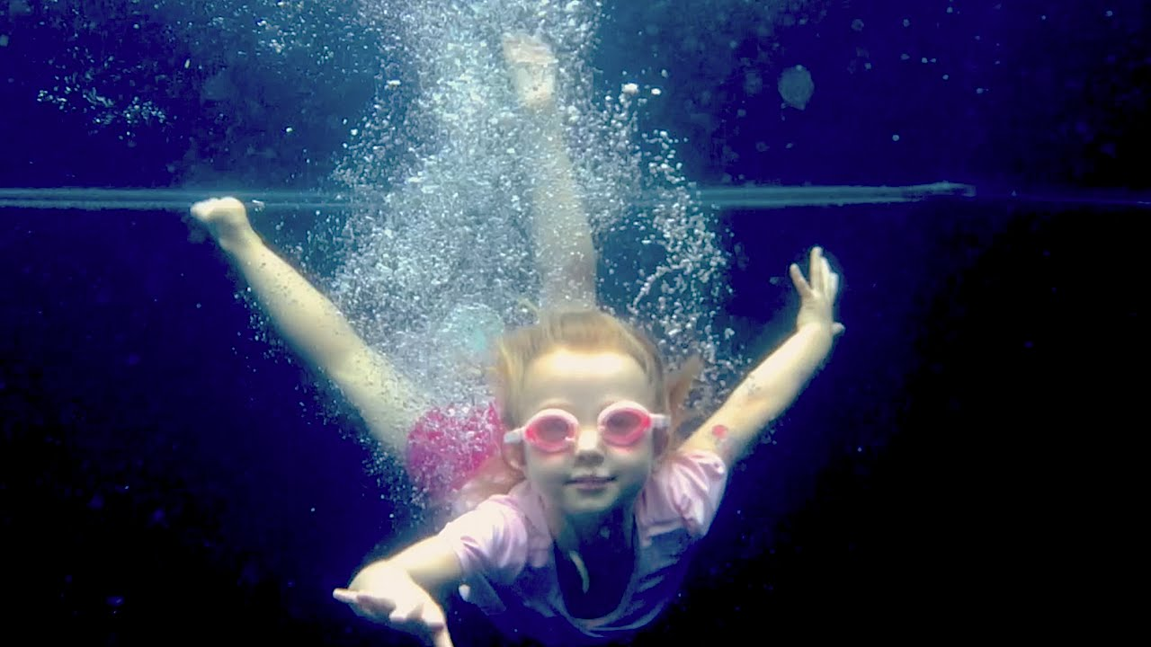 Underwater Diving & Jumping ☆ Backwards! ☆ Fun in the Pool with Kids and  iPhone in a LifeProof case!