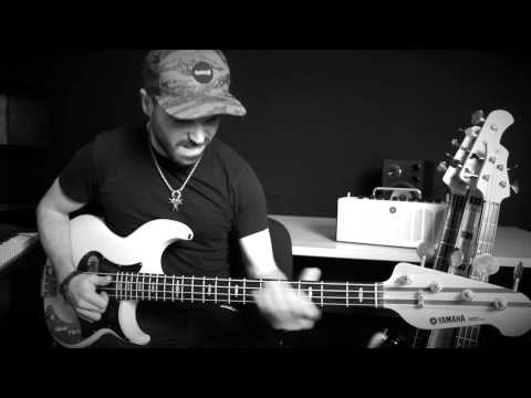 SILENT NIGHT [Slap Bass Solo Arrangement by Miki Santamaria] Santa Nit - Christmas song - Villancico