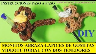 Repeat youtube video COMO HACER UN MONO ABRAZA-LAPICES DE GOMITAS (LIGAS) (MONKEY CHARM) CON DOS TENEDORES. TUTORIAL DIY