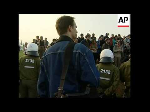 3,000 anti-G8 protesters begin marching in Rostock