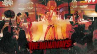 THE RUNAWAYS SOUNDTRACK - QUEENS OF NOISE (KRISTEN STEWART AND DAKOTA FANNING)