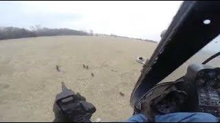 ヘリからのライフルを使ったイノシシ狩り.