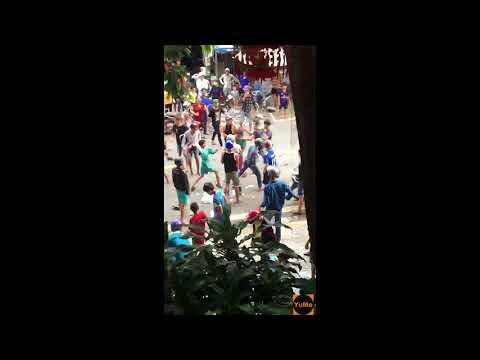 Cảnh choảng nhau của các cô hồn sống ngày giựt cô hồn - Giải trí Yume.vn