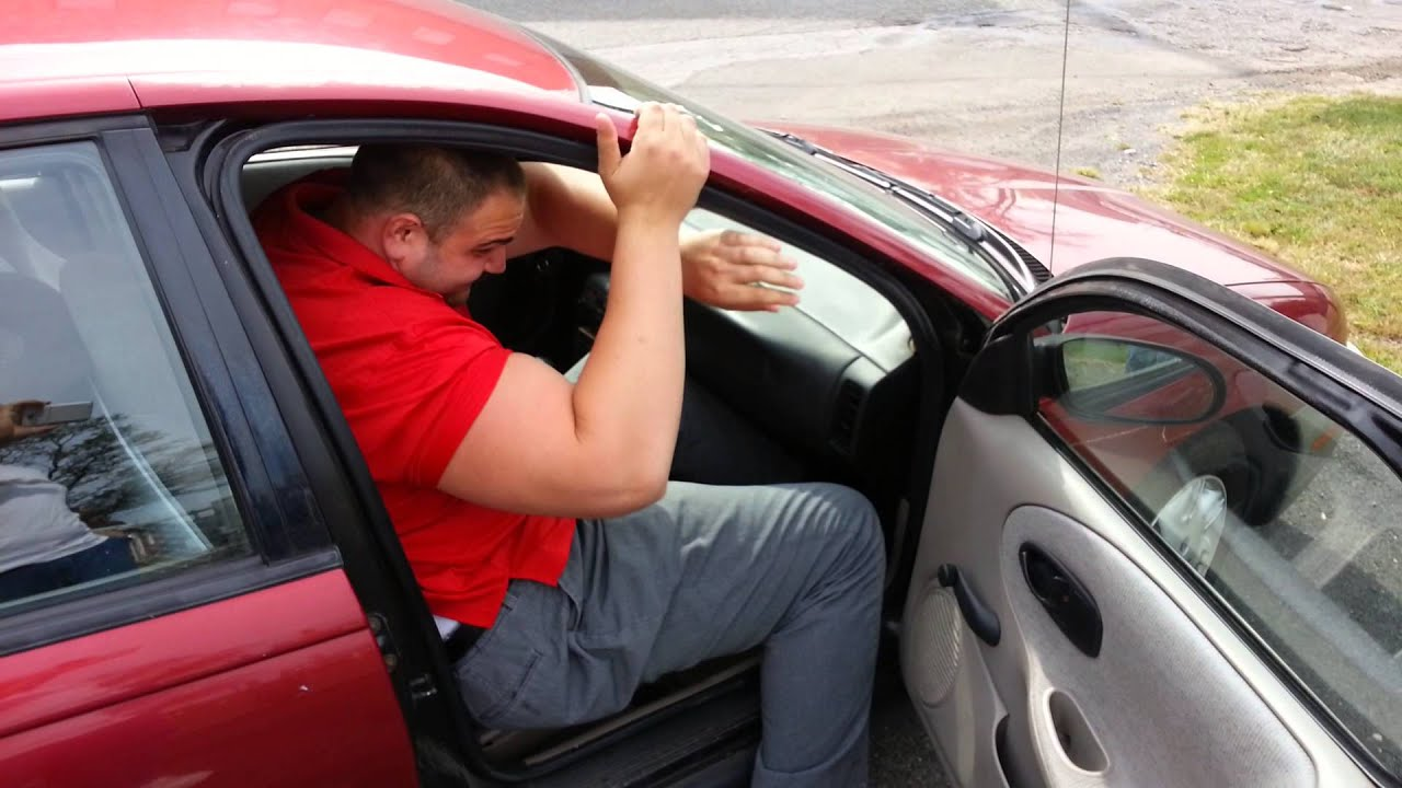 man who needs garcinia cambogia can't fit in car