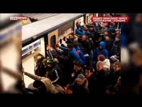 Пассажиры метро спасли старушку, раскачав вагон
