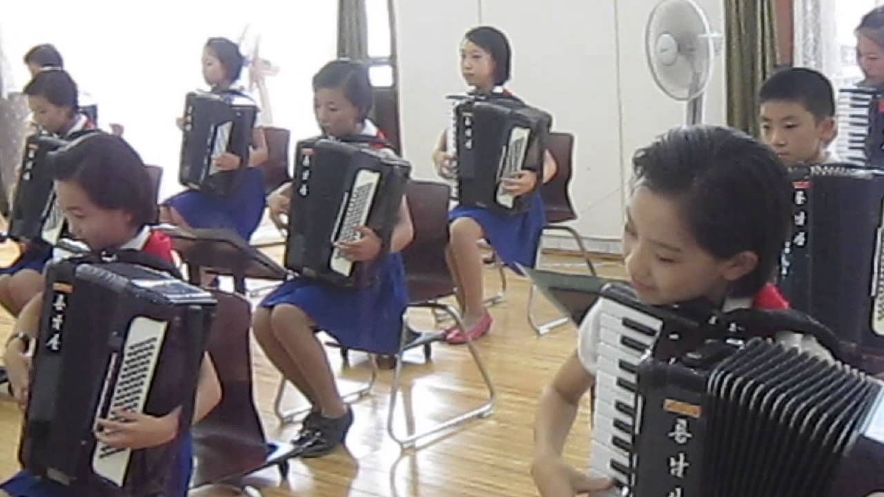 North Korean students: Accordion practice after classes ( MVI 0690)