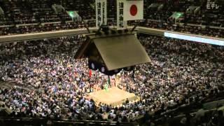 大相撲秋場所14日目は27日、東京・両国国技館で行われ、新入幕の逸...