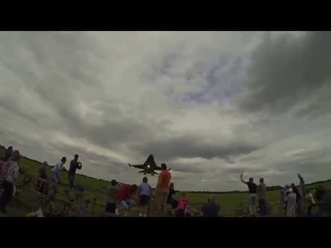 SoloTürk'ün Alçak Uçuşu İngilizleri Çıldırttı | [HD 720p] |