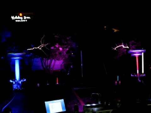 The Masters of Lightning play Dr Who on Musical Tesla Coils at DucKon 2009