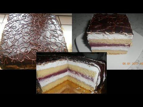 Бисквитный торт с клубничной желе прослойкой,кремом из взбитых сливок,покрытый ганашем!Очень вкусно!