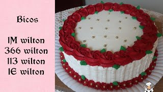 Bolo feminino chantilly vermelho - rosetas vermelhas com bico 1M wilton