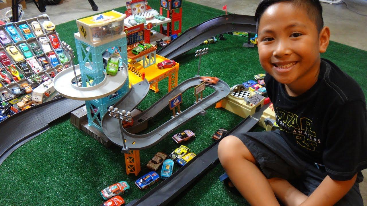 Disney Cars 3 Movie Piston Cup Motorized Garage And Piston
