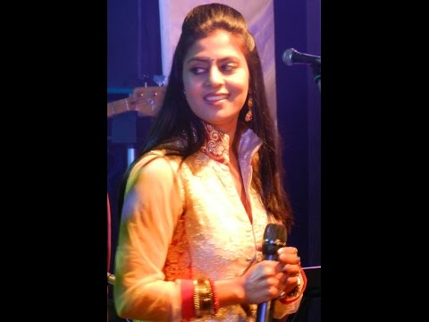 Hum Tum Ek Kamre Me |  Sarrika Singh Live