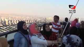 «زحام وطوابير» علي برج القاهرة في ثالث أيام العيد