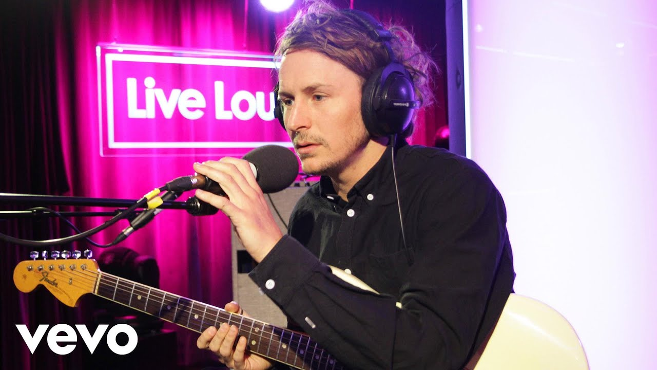 ben-howard-small-things-in-the-live-lounge-bbcradio1vevo
