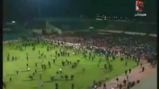 Briga de torcedores em jogo de futebol no Egito