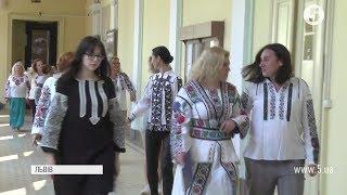 """""""Стильні та сучасні"""": педагоги з 36 країн світу вийшли на подіум у вишиванках"""