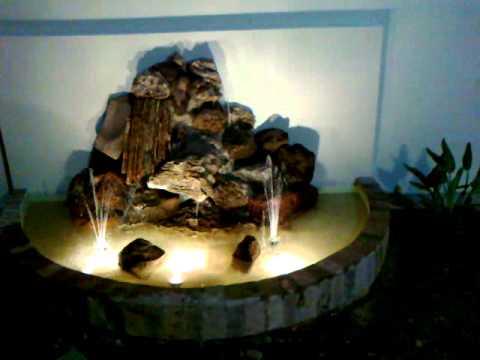 Fuente de agua tipo cascada en piedras youtube for Cascadas para jardin piedra