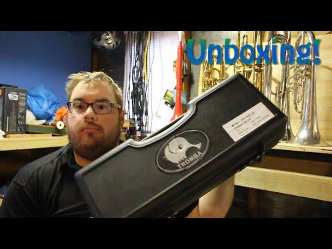 Plastic Trumpet Unboxing - Tromba