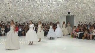 Зрители шоу Dior на Неделе высокой моды в Париже отправились в путешествие во времени (новости)