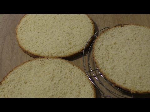 Как разрезать бисквит на коржи ниткой видео
