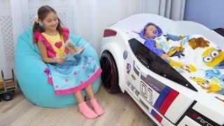 صوفيا تتظاهر بأنها مربية للطفل ماكس وتلعب بالألعاب