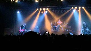 "blink-182 with Matt Skiba - ""Violence"" Live at Soma San Diego 3/20/15 (Crowd Chants ""Skiba!"")"