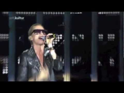 deadmau5 Feat Medina  You & I   performance  Roskilde Festival 2011