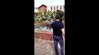 Голая девушка купается в фонтане в Сочи