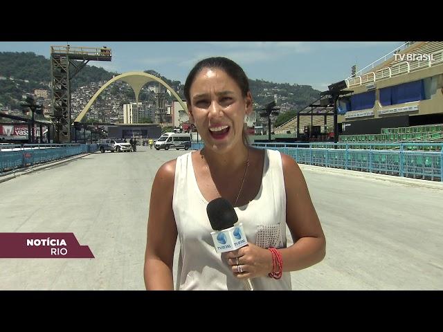 Prefeitura recolhe quase 300 toneladas de lixo após desfile no Rio