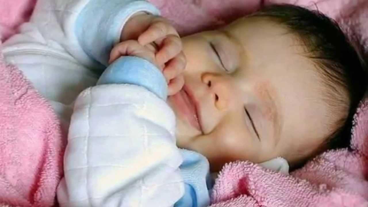 Baby Zum Niesen Bringen