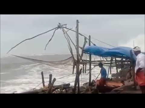 Cyclone Ockhi   Choppy seas at Kochi   Onmanorama