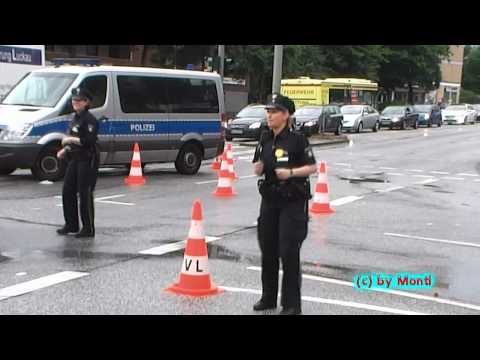 Dancing police officers police department Hamburg (HD)