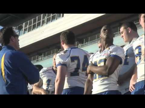 Blue Hens start the day with a team photo [Delaware Online Sports Video]