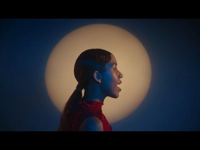 Charlotte Dos Santos - Helio (Official Video)