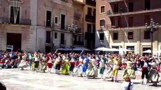 Красивый испанский танец с кастаньетами. Валенсия (Испания)(Красивый испанский танец с кастаньетами. Валенсия (Испания)Фольклорный валенсийский танец мастерски испол..., 2016-04-28T07:56:44.000Z)