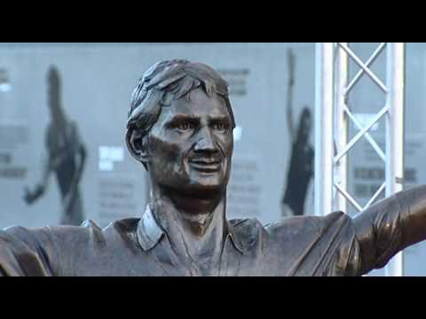 Arsenal 125th anniversary: Tony Adams statue unveiling