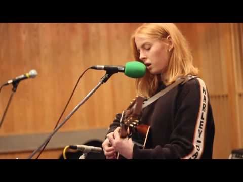 Maida Vale Session : Fenne Lily - Top To Toe