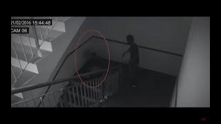 Fantasmas reales grabados por cámaras de seguridad cctv thumbnail