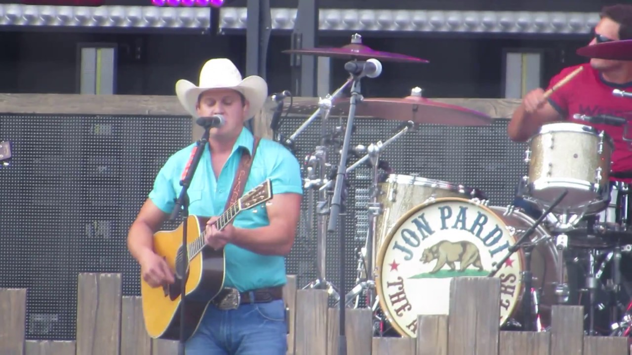 Jon Pardi singing Up All Night in concert at Fenway Park 7/6/18