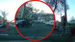 В Ташкенте водитель сбил сотрудника ГСБДД