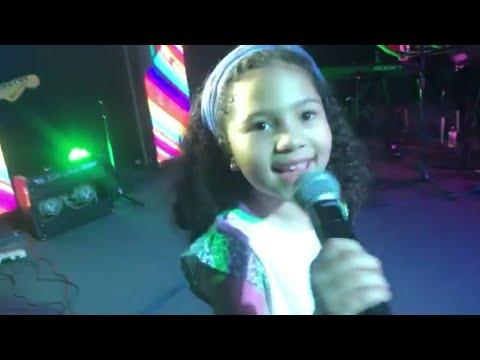 Redimi2 - Asina Nona feat Samantha Concierto en Vivo