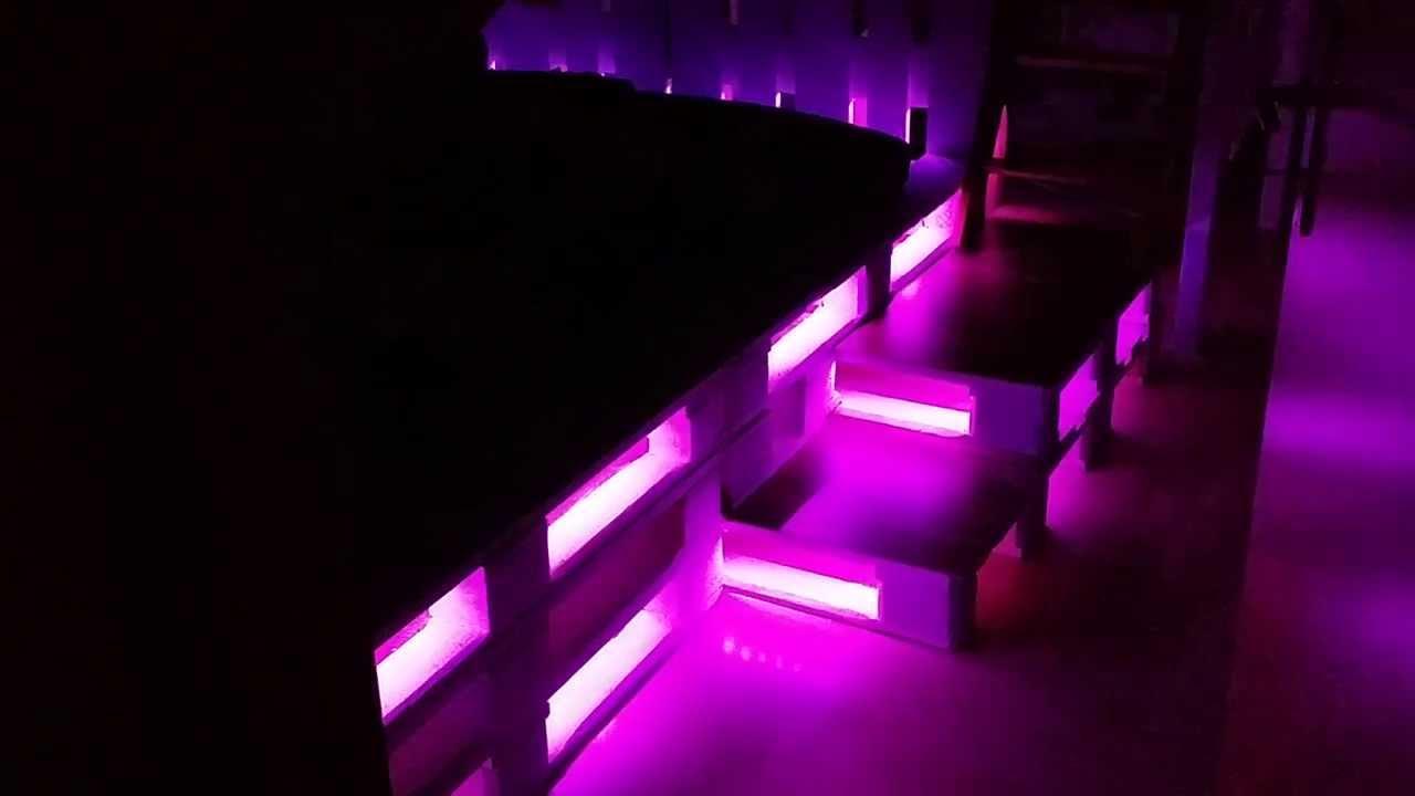 Tisch Aus Europaletten Mit Beleuchtung Palettenbett Mit