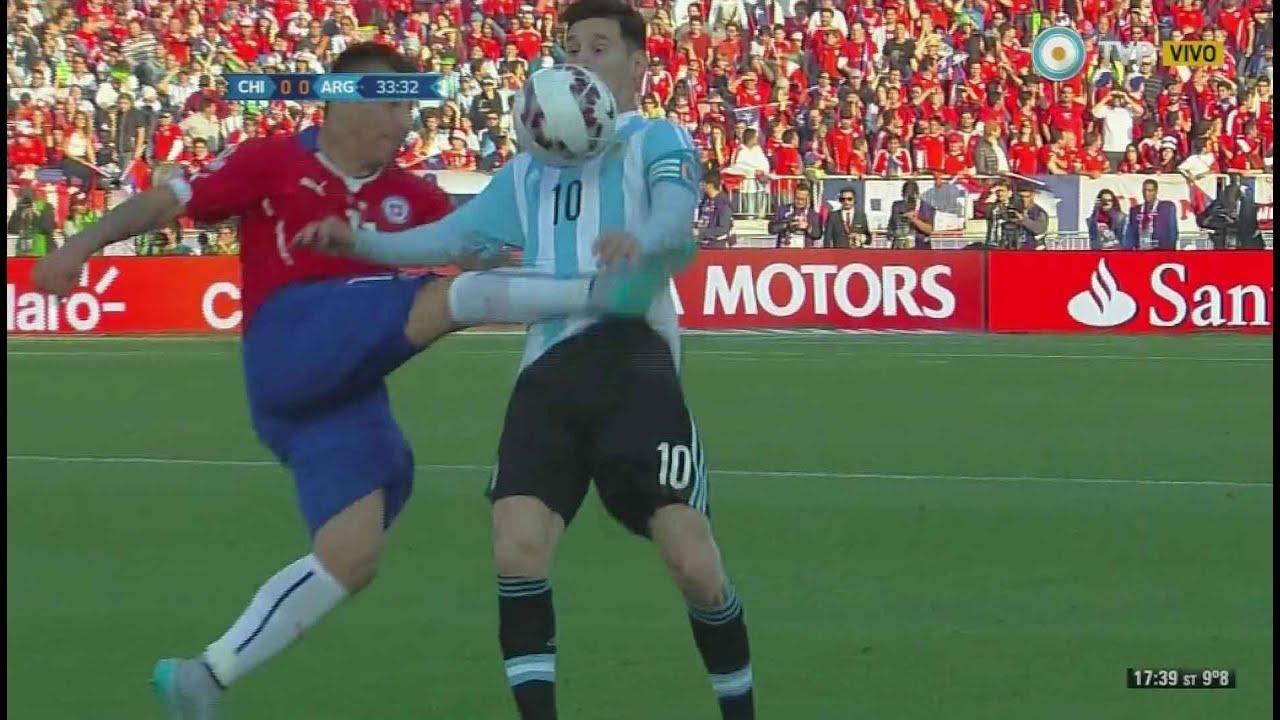 Final de la Copa América - Patada de Medel a Messi - YouTube