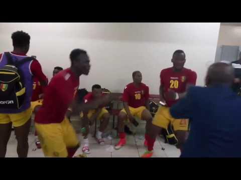 Le Syli national de Guinée dans le vestiaire après la victoire (2-3) contre la Côte d'Ivoire