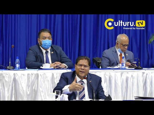 Surinaamse President Santokhi gaat in op vragen van journalisten