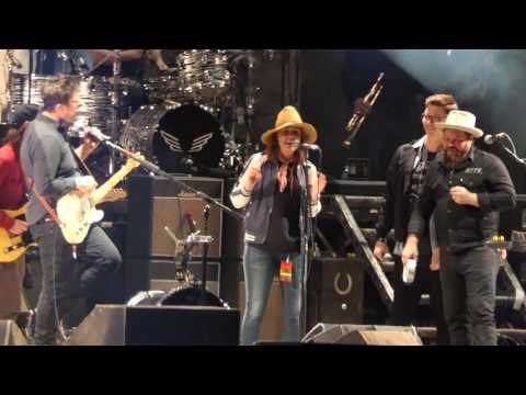 Mumford and Sons, Nathaniel Rateliff, and Brandi Carlile - With a Little Help from My Friends