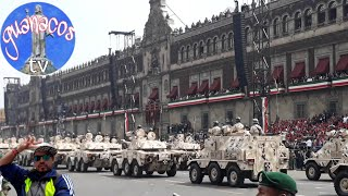 Salvadoreño en desfile mexicano